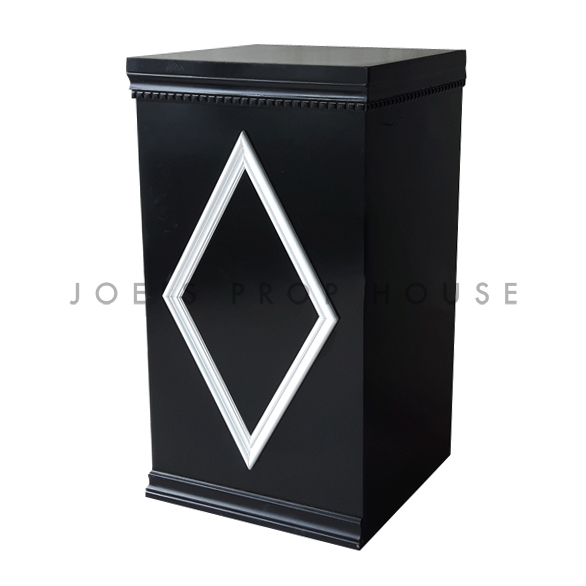 Tower Black w/White Diamond Molding