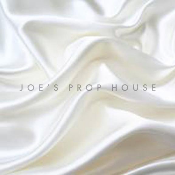 White Peau de Soie Tablecloth Round 120in