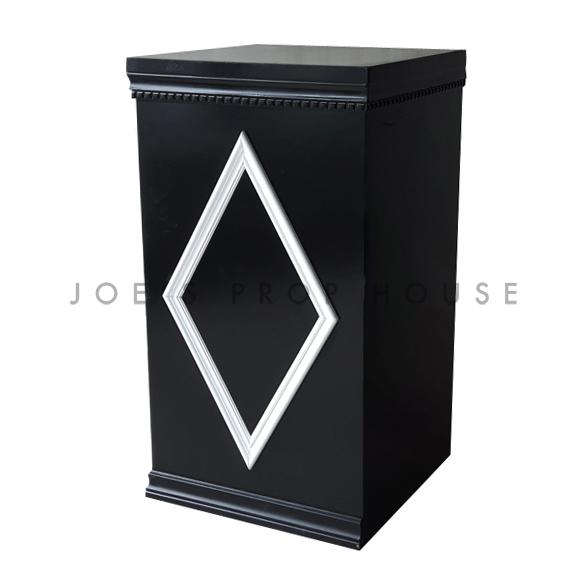 Tower Black w/White Diamond Molding